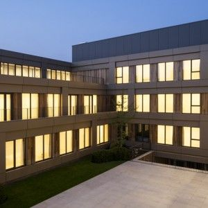 Areal+Architecten's+Mayerhof+retirement+home++wraps+around+two+courtyards