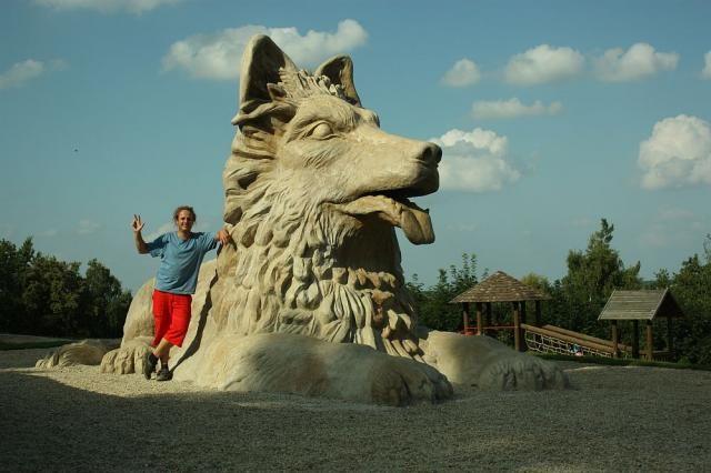 V letošním roce postavil i u nás známý sochař Michal Olšiak další sochy.  Koncem května 2011 to byl Pes nedaleko Domažlic. Chodský pes měří přibližně čtyři metry na výšku a na délku má přes sedm metrů. Je umístěn na kopci Hrádek, nedaleko Újezda za Domažlicemi. Již zde jedna socha je a to památník Jana Sladkého Koziny. Je to zatím Olšiakova největší socha na území Česka.
