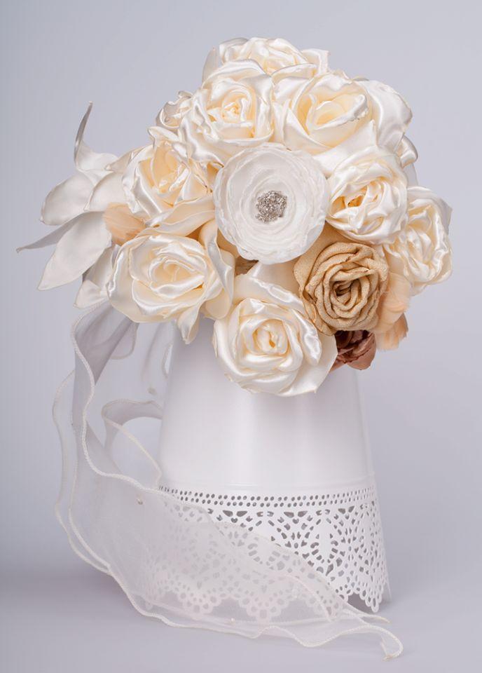 Ramo para noiva de flores feitas à mão em cetim, organza  e seda - Visite Doce Açucena  acucena.doce@gmail.com