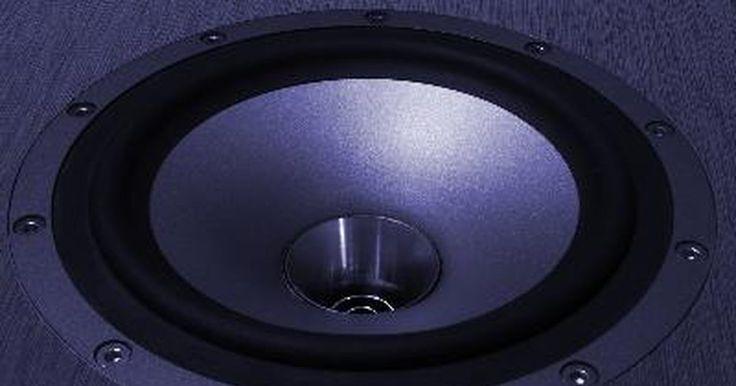Cómo seleccionar un divisor de frecuencia para utilizar en un Subwoofer o caja de bajos. Para seleccionar un divisor de frecuencia para usar en un subwoofer, tendrás que elegir entre un filtro pasivo y uno activo. El divisor de frecuencia se utiliza para determinar qué frecuencias se entregan a cada uno de los altavoces, subwoofers y amplificadores, así como también los niveles en los que se están entregando. Es relativamente fácil ...