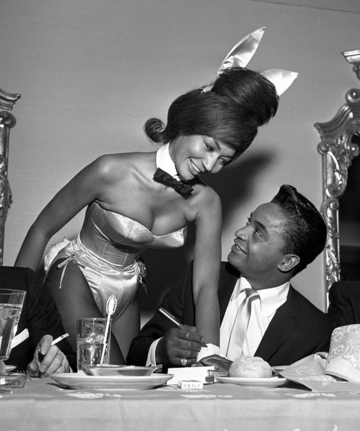 Singer Jackie Wilson autographs the cuff of a Playboy Bunny at a dinner for the Motion Picture Pioneers Association at the Playboy Club on November 19, 1962 in New York, New York. (Photo by PoPsie Randolph/Michael Ochs Archives/Getty Images)