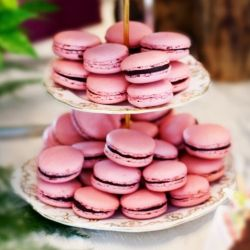 Step-by-step photo tutorial to show you how to make these beautiful French macarons!