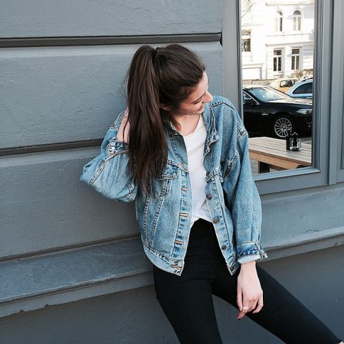 Love simple outfits like this one: oversized denim jacket, white tee and black jeans. Especially love the high ponytail, makes me miss my long hair XD