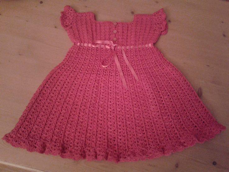Jurkje voor mijn 4-jarige kleindochter, gemaakt volgens een Amerikaans patroon gevonden op Crochet me: http://www.crochetconcupiscence.com/wp-content/uploads/2012/10/girls-crochet-dress-pattern.jpg Crochet dress I made for my 4 year old granddaughter