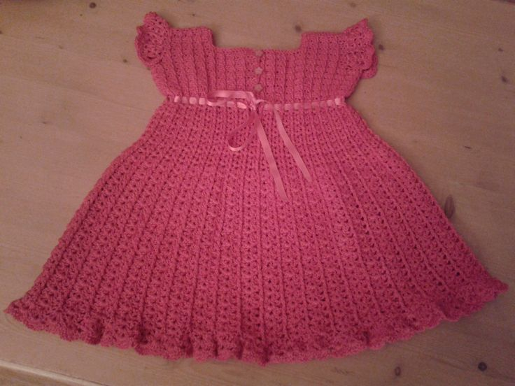 Jurkje voor mijn 4-jarige kleindochter, gemaakt volgens een Amerikaans patroon gevonden op Crochet me: http://www.crochetconcupiscence.com/wp-content/uploads/2012/10/girls-crochet-dress-pattern.jpg Crochet dress I made for my 4 year old granddaughter