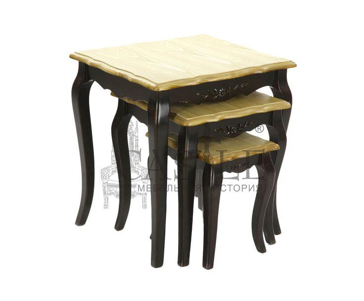 Комплект журнальных столиков из массива. В комплект входит три столика разного размера. Комплект прекрасно впишется в интерьер гостиной, спальни, прихожей или кабинета в стиле Прованс. Исполнены в черном цвете с патиной.