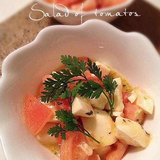 バジルがあれば、ちぎり入れています。今日はチャーピルで。トマトの酸味が美味しい甘いサラダです♡ - 249件のもぐもぐ - モッツァレラトマトのデザートサラダ♡ by 知帆