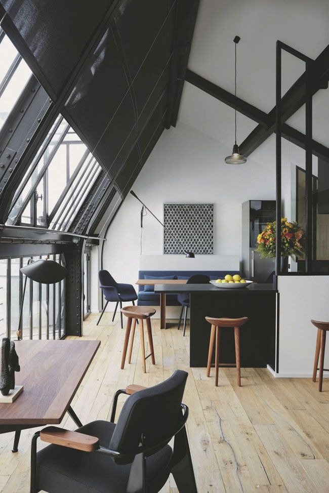 Moi qui suis fan des intérieurs très lumineux, je ne pouvais pas passer à côté de cet appartement avec grandes verrières signé François Champsaur! Regardez moi ça!