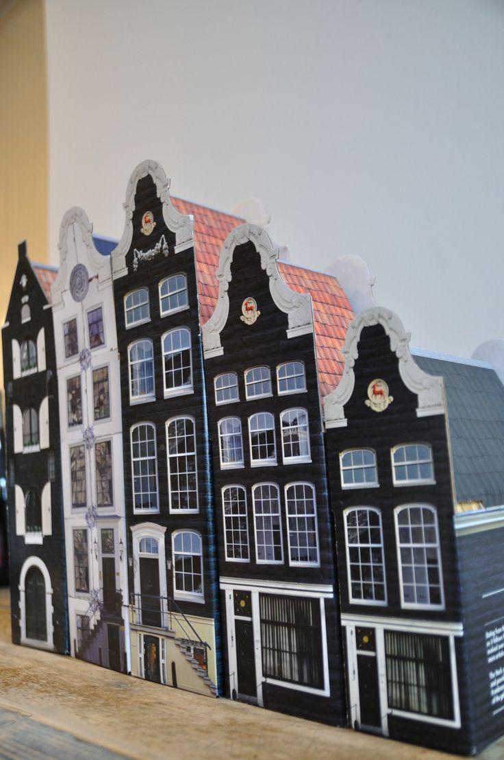 Amsterdamse huisjes wijn en bonbon/koekjes dozen
