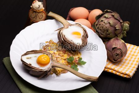 Sold! Stock photo available for sale at Panthermedia:  - artichoke, baked, baking, breakfast, cook, cooked, cooking, course, cuisine, culinary, dish, Easter, egg, english, food, gastronomic, gastronomy, half, healthy, heart shaped, Italian, meal, nutrition, plate, recipe, tasty, Valentine, vegetables, vegetarian, vegetarian cuisine, white, yellow, yolk