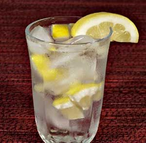 8 Easy Detox Water Recipes to Flush Out Toxins | Beauty and MakeUp Tips