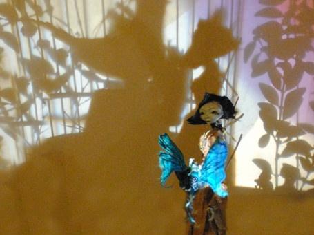 Op zondag 12 mei kan je in Permeke terecht voor een poppentheater. Hartedief vlinderlief vertelt het verhaal van een Chinees meisje dat zich vermomt als jongen om naar school te mogen gaan.