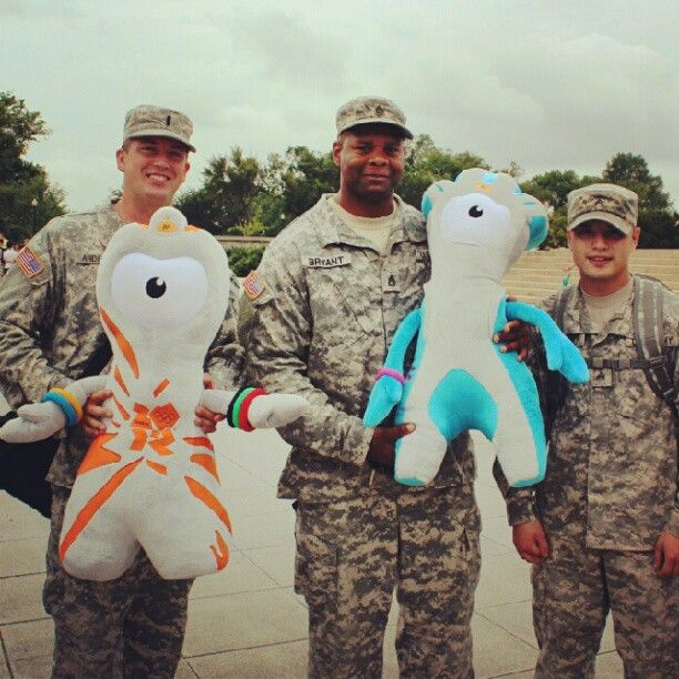 London 2012 mascots Wenlock & Mandeville hanging out with US troops in Washington, DC.