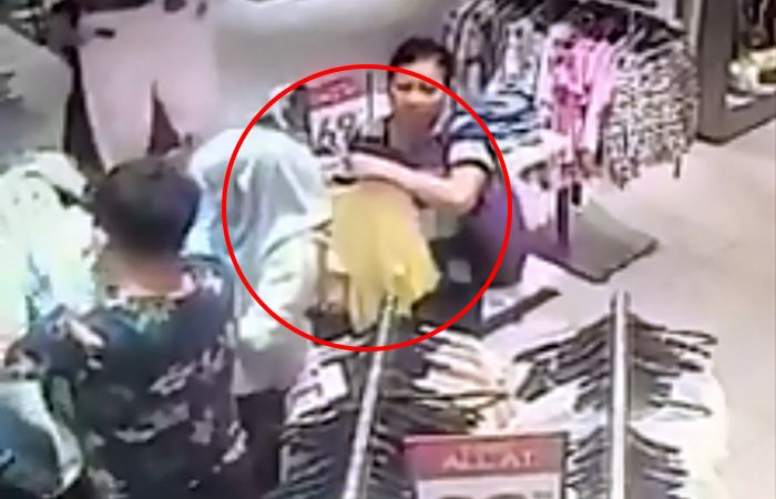CCTV dedah taktik licik dua wanita warga asing menyeluk saku di KLCC   Hasrat seorang wanita ingin berbelanja di sebuah butik pakaian terbantut apabila jadi mangsa seluk dua wanita warga asing dalam kejadian di pusat beli belah Suria KLCC baru-baru ini.      CCTV dedah taktik licik dua wanita warga asing menyeluk saku di KLCC    Dalam kejadian yang berlaku sekitar pukul 1.48 petang itu modus operandi yang digunakan oleh penjenayah adalah dengan berpura-pura membelek pakaian bagi mengkaburi…