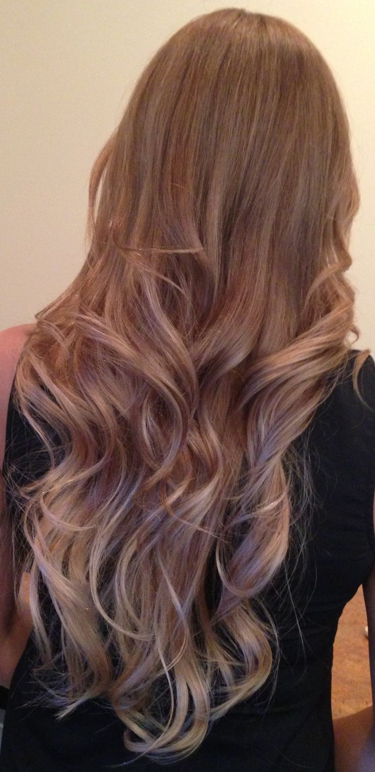 Natural Ombré Hair Caramel. Base: level 6N, middle 7N, tips bleached, then toned.