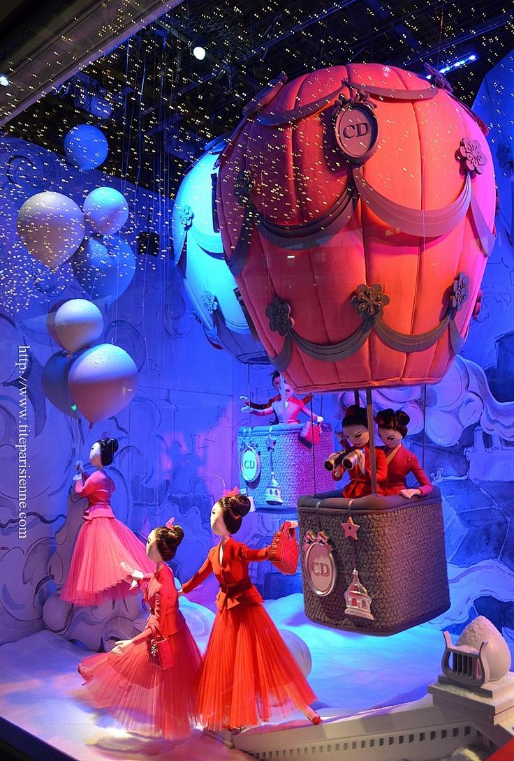 (A través de CASA REINAL) >>>> les vitrines du Printemps à Paris: une montgolfière!!