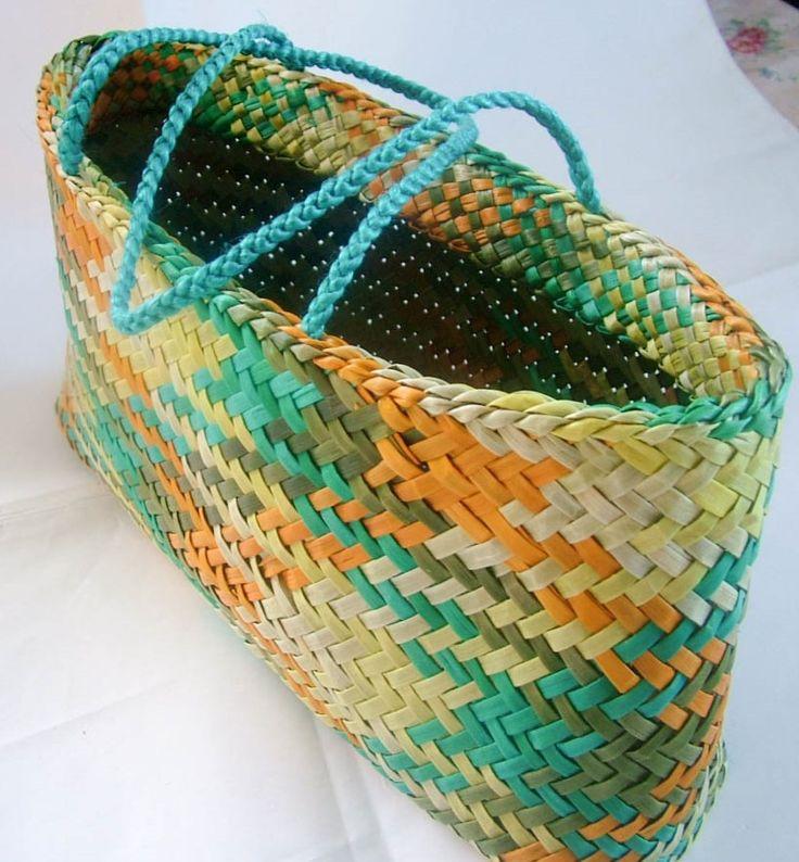 Dot Art -  Kete (basket) Harakeke (flax) New Zealand
