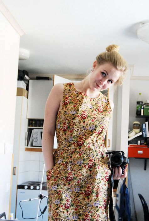 Posted on BurdaStyle a little while ago. Thank you Helena, I love the colourful print. Video how to Make a Classic Pinafore Dress and Free Patterns http://angelakane.com/sewing_videos/sewing_lessons_sew_sleeveless_dress_2_plus_lining.php