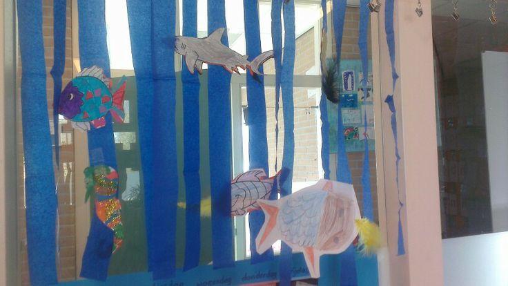 Knutsel groep 3/4. N.a.v. het mooiste visje van de zee. Leuk voor het raam!