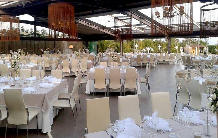 Διακοσμημένη η αίθουσα του Anais για τη δεξίωση γάμου