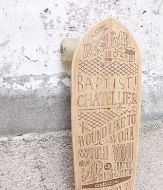 Un CV original gravé sur une planche de skate - Mode(s) d'emploi