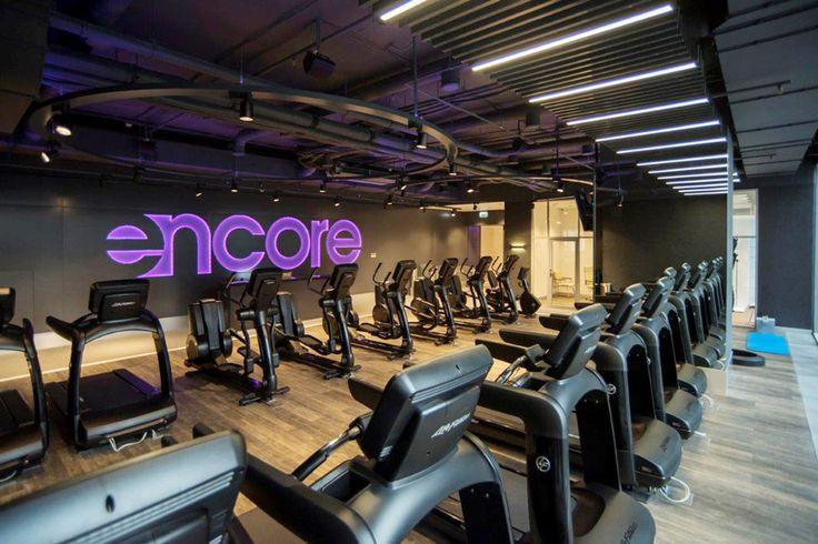 Перегородки, двери и ограждения NAYADA оформили фитнес-клуб EncoreFitness, расположенный в Москва-Сити.
