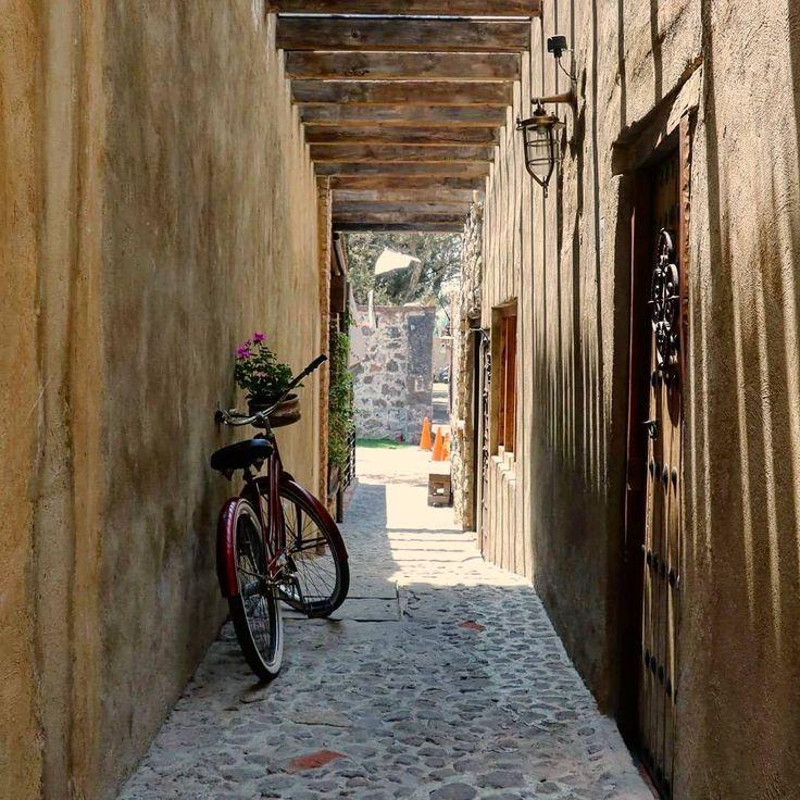 Val'Quirico es un pueblo recientemente creado al purito estilo europeo �� ubicado justo en el límite de Puebla con Tlaxcala, una escapadita a Europa a menos de una hora del centro de Puebla. . . . #traveling #travel #photo #canon #canonmexicana #photography #mexicourbano #mexico_maravilloso #méxico #mexicomaravilloso #tagsforlikes #like4like #pueblito #puebla #european http://tipsrazzi.com/ipost/1513333819855258577/?code=BUAcRdXDsPR