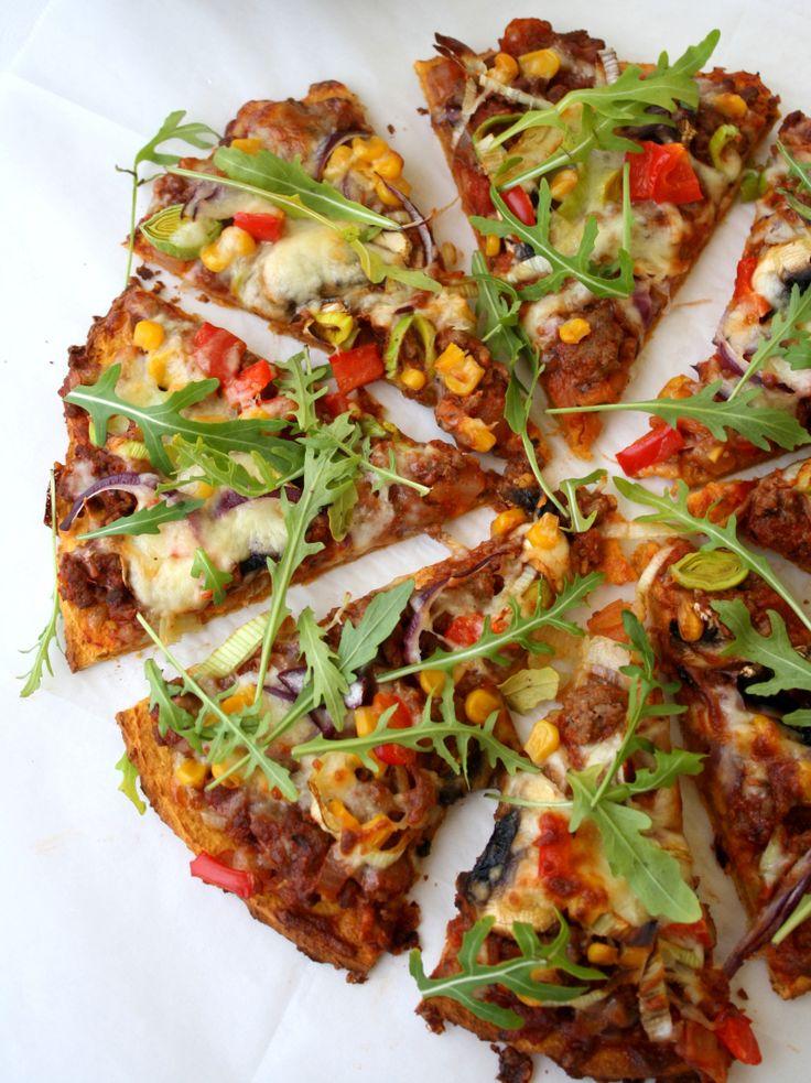 Hei alle sammen! Etter eg posta oppskrift på søtpotetpizza i starten av oktober har det definitivt blitt en av mine mest populære oppskrifter. Det er ekstemt mange som har fått suksess med prinsippet om å lage pizzabunn av søtpotet, og det gledes! Eg har laga pizzaen mange ganger og hos meg og fleire er det …