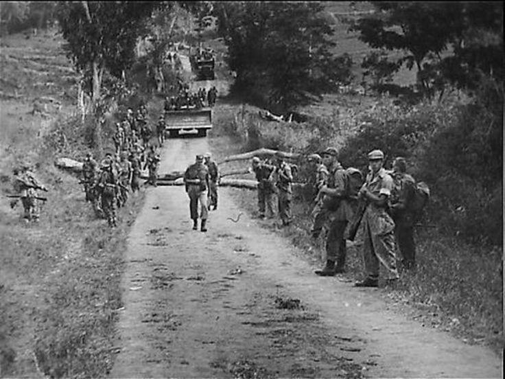 Politioneel optreden. Soerabaja (Patrouilles onderweg.21 juli 1947) - Fotocollectie Nationaal Archief