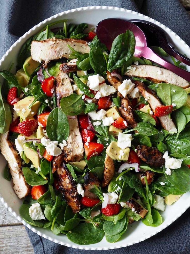 Kyllingsalat med jordbær og avokado