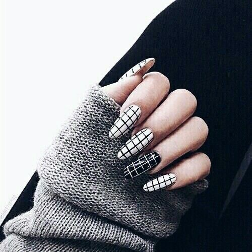 309604-Black-And-White-Checkered-Nails.jpg (500×500)