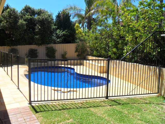 Image Result For Combination Glass And Aluminium Pool Fence Aluminum Pool Fence Pool Fence Glass And Aluminium