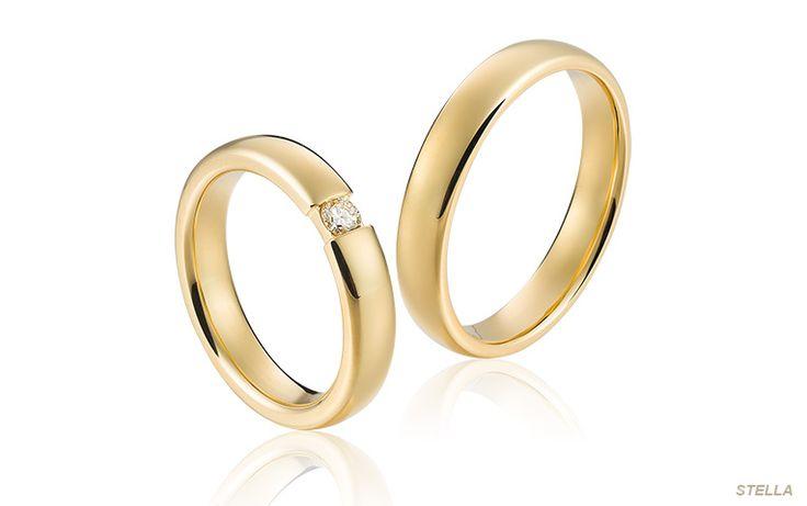 Moderne ring in goud met een spanring look. De diamant lijkt te zweven door de speciale manier waarop hij is gezet. Een eigentijdse ring die oogt als een klassieker!