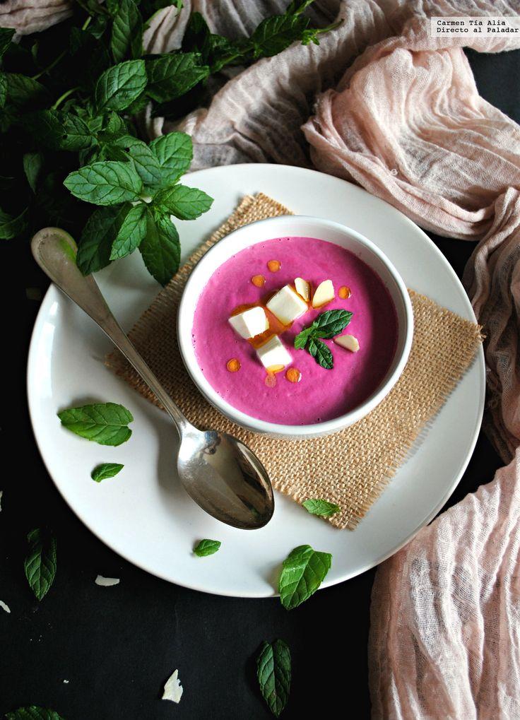 No se qué me ocurre con las sopas frías, pero siempre ando buscando nuevas recetas y variantes de las tradicionales con las que ampliar mi repert...