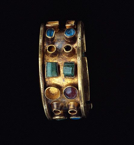 Bracelet (Getty Museum); gold, glass and emerald. Roman, circa 300-400 AD