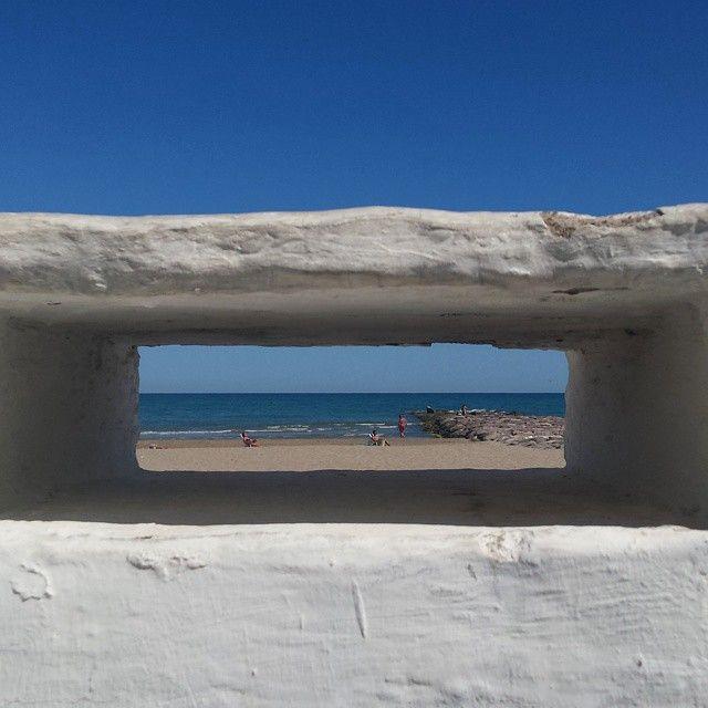 Mira al #horizonte y busca tus #objetivos en la #vida. #Benicàssim #Voramar #playa #mar #cielo #yoga #relax #paz #interior #bienestar #mediterraneo #Castellon #instagood #paraiso #Benicassim #Benicassimparaiso