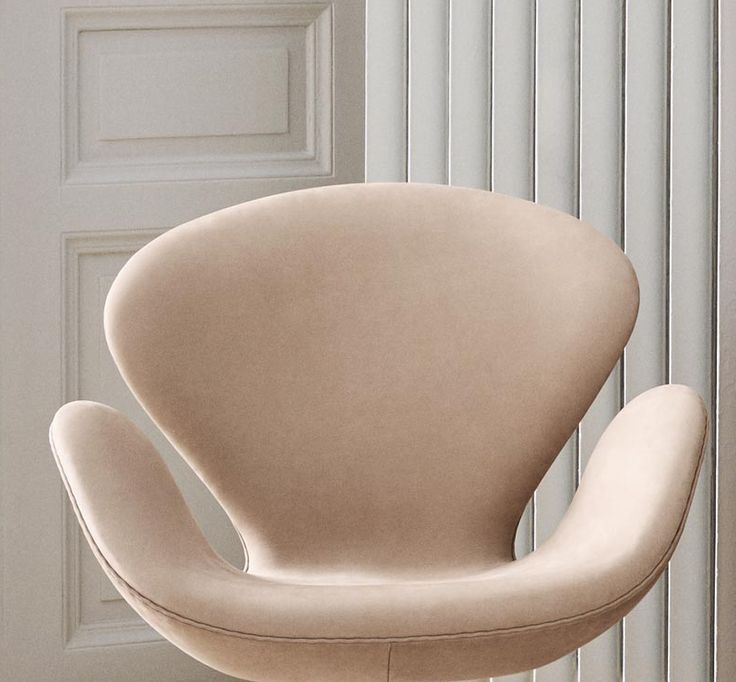 Fritz Hansen's Choice Swan™ chairs by Arne Jacobsen. Limited edition of only 300 chairs, only made exclusively with Sorensen Leather - in Royal Nubuck Dusty Rose and Lyme Grass (not shown). Photo: Ditte Isager #arnejacobsen #fritz_hansen #swanchair #sorensenleather www.sorensenleather.com
