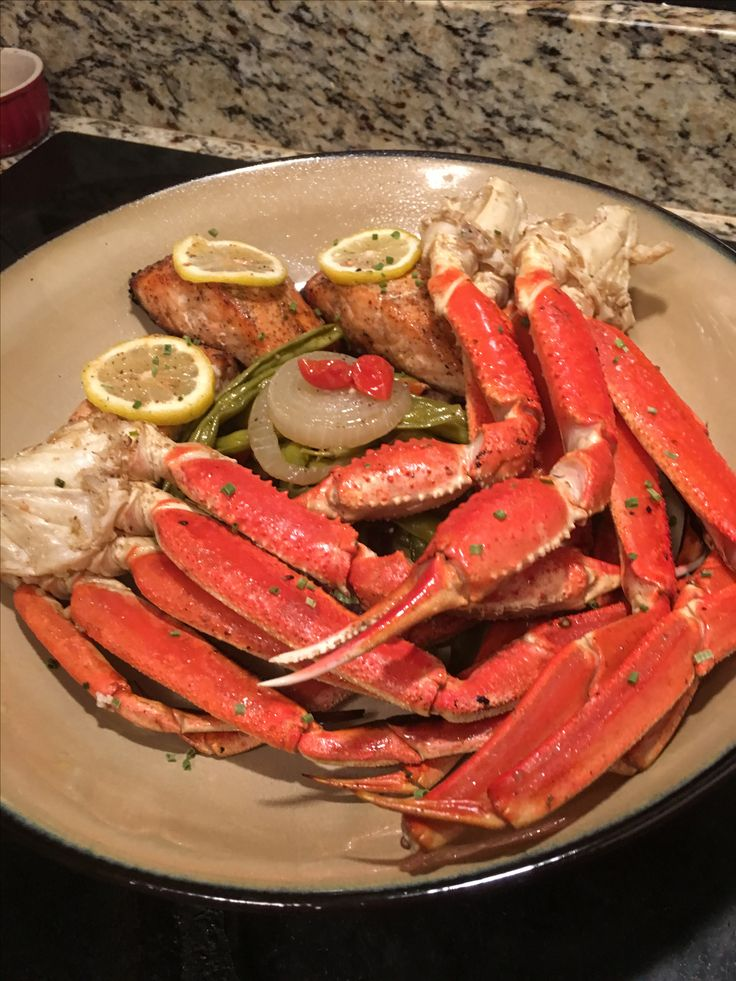 Atlantic Salmon, Snow Crab Legs and Fresh Green Beans