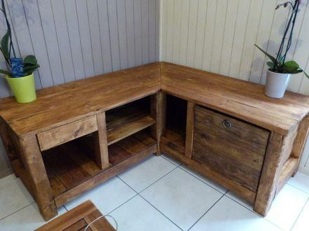 Joli meuble de télévision fait en palette de récupération (brut ou raboté et poncé). Très à la mode, il répond aux nouvelles valeurs portées à l'environnement puisque to - 9262609