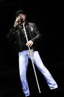 Vasco Rossi compie 60 anni, tributo allo stile del rocker di Zocca