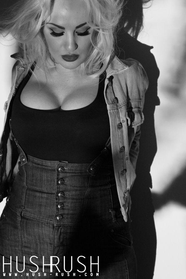 GLAMOUR #glamour #photography #fotografia #blackandwhite #blonde #woman #photooftheday #follow #hushrushphoto #hushrush www.hush-rush.com