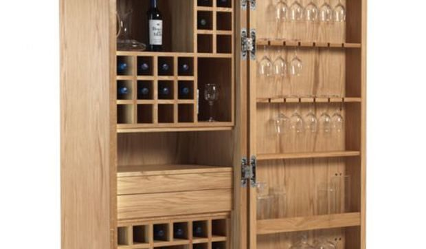 Si vas a recibir a tus invitados en casa durante estas fiestas, déjalos boquiabiertos con el armario botellero y bodega de vino Cambusa.