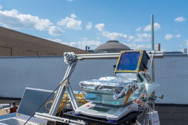 Dessalement D Eau Solaire Simple Les Tests Sur Le Toit D Un Batiment Du Mit Ont Montre Qu Un Simple Dispositif De Dessalement D In 2020 Passive Solar Solar Solar Power