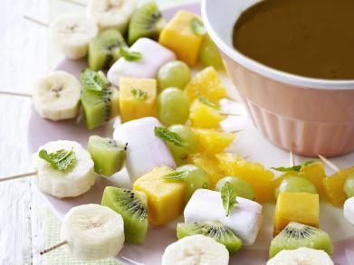 Fruitspiesjes met chocoladesaus (Libelle Lekker!)