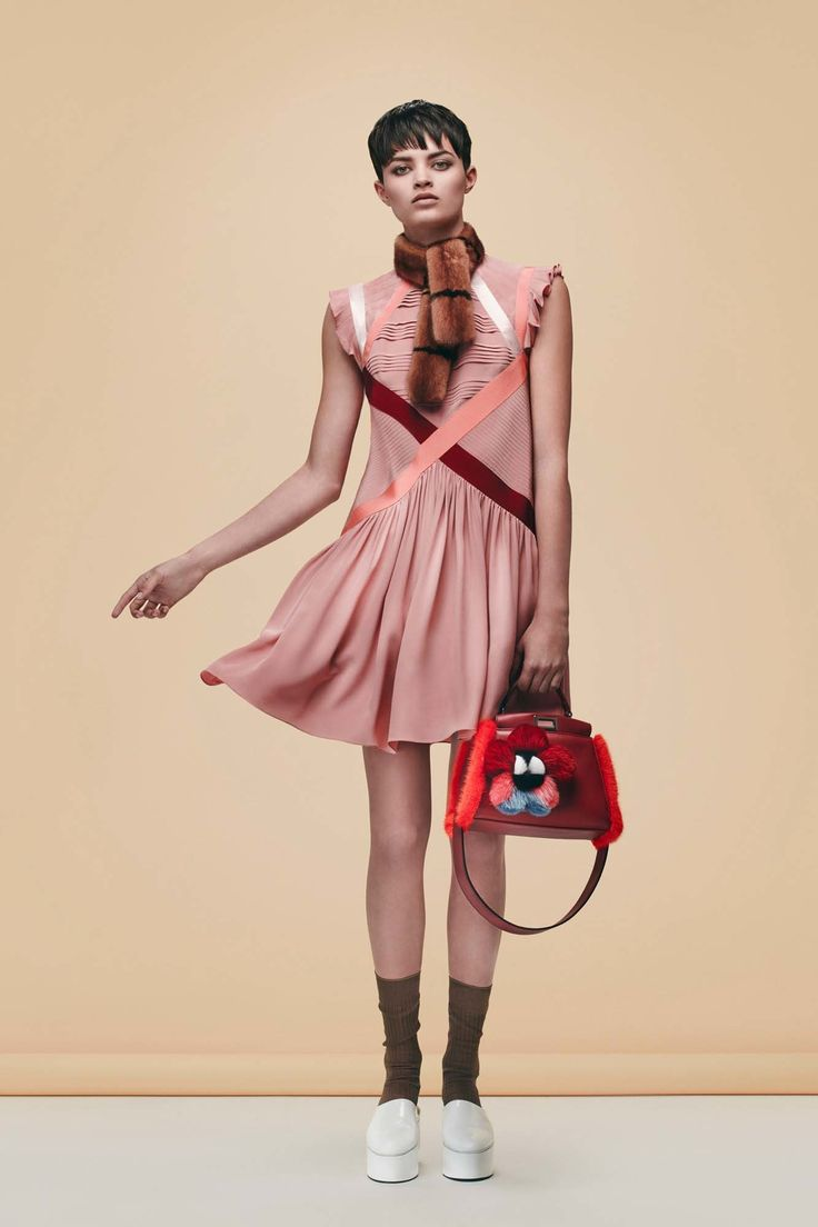Fendi Pre-Fall 2016 Collection Photos - Vogue (pleat placement)