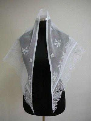 Tylový šátek vyšívaný