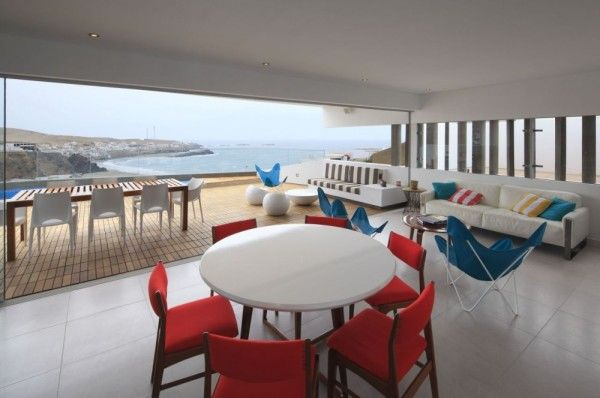Dining Furniture from Contemporary House Design Ideas With View Of The Beach 600x398 Contemporary House Design Ideas With View Of The Beach