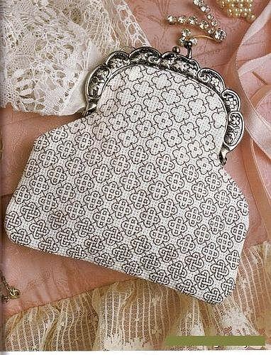 .blackwork purse                                                                                                                                                                                 Mehr