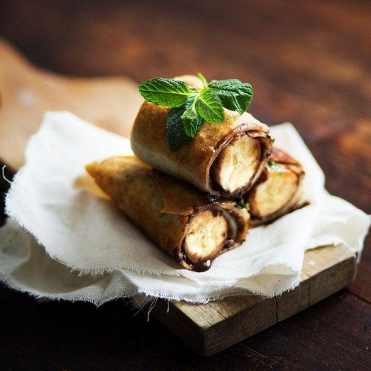 İşte çikolata ve özellikle de Nutella severler için harika bir kurabiye tarifi! İçi dolgulu Nutellalı Kurabiye...