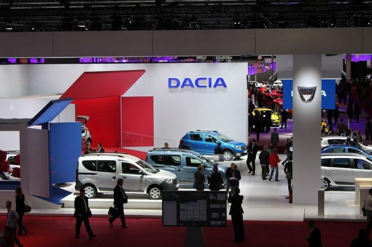 Standul Dacia la Salonul auto Paris